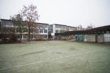 Hinterhof mit Fußballfeld